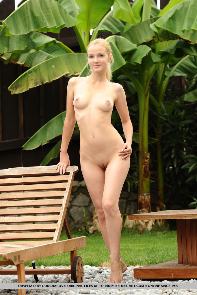 Hot Blonde Orvelia O in Arasinda