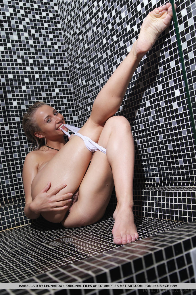Hot Blonde Isabella D Posing in the Shower