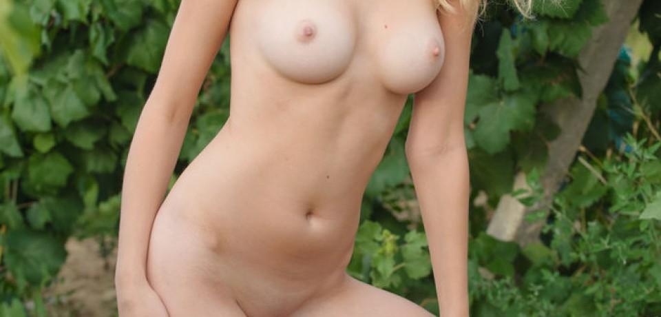 Hot Blonde Zemira A 25