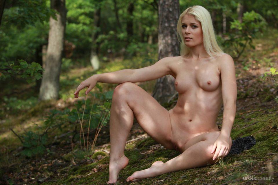Presenting Naughty Amateur Blonde Sandik A