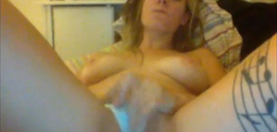 Naughty Blonde Amateur Teen Sex Games on Webcam